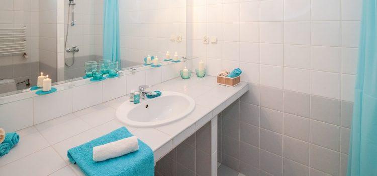 Wnętrze inspirowane podróżami – łazienka w stylu greckim